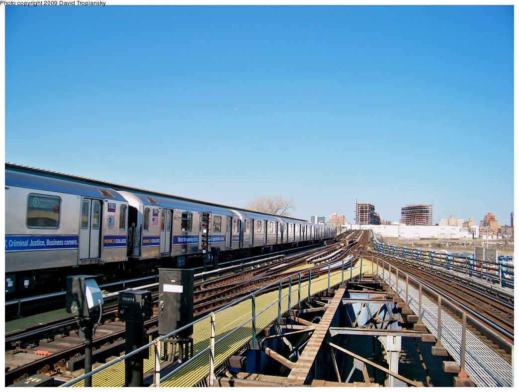 (336k, 1044x788)<br><b>Country:</b> United States<br><b>City:</b> New York<br><b>System:</b> New York City Transit<br><b>Line:</b> IRT Flushing Line<br><b>Location:</b> Willets Point/Mets (fmr. Shea Stadium) <br><b>Route:</b> 7<br><b>Car:</b> R-62A (Bombardier, 1984-1987)  1782 <br><b>Photo by:</b> David Tropiansky<br><b>Date:</b> 4/9/2009<br><b>Viewed (this week/total):</b> 0 / 949