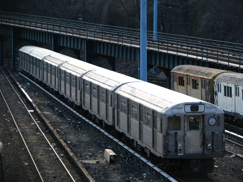 (183k, 800x600)<br><b>Country:</b> United States<br><b>City:</b> New York<br><b>System:</b> New York City Transit<br><b>Location:</b> Concourse Yard<br><b>Car:</b> R-38 (St. Louis, 1966-1967)  3994 <br><b>Photo by:</b> Andrew Johnson<br><b>Date:</b> 3/20/2009<br><b>Viewed (this week/total):</b> 0 / 970