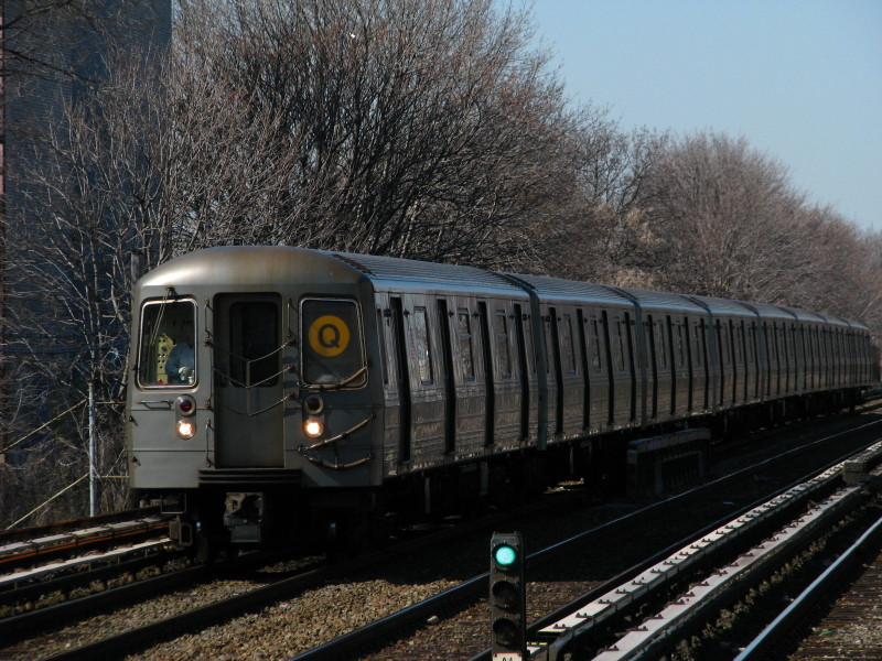 (179k, 800x600)<br><b>Country:</b> United States<br><b>City:</b> New York<br><b>System:</b> New York City Transit<br><b>Line:</b> BMT Brighton Line<br><b>Location:</b> Avenue U <br><b>Route:</b> Q<br><b>Car:</b> R-68A (Kawasaki, 1988-1989)  5088 <br><b>Photo by:</b> Andrew Johnson<br><b>Date:</b> 3/31/2009<br><b>Viewed (this week/total):</b> 0 / 521