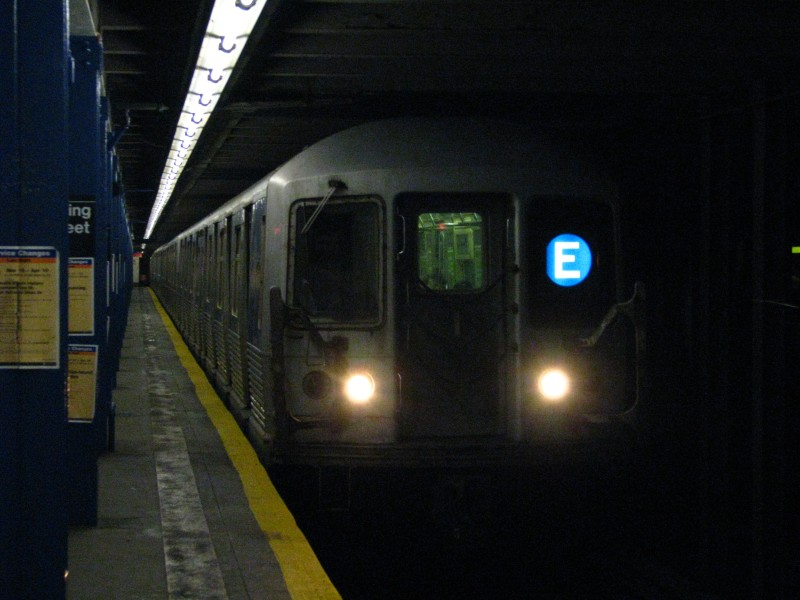 (100k, 800x600)<br><b>Country:</b> United States<br><b>City:</b> New York<br><b>System:</b> New York City Transit<br><b>Line:</b> IND 8th Avenue Line<br><b>Location:</b> Spring Street <br><b>Route:</b> E<br><b>Car:</b> R-40 (St. Louis, 1968)   <br><b>Photo by:</b> Bill E.<br><b>Date:</b> 4/9/2009<br><b>Viewed (this week/total):</b> 0 / 912