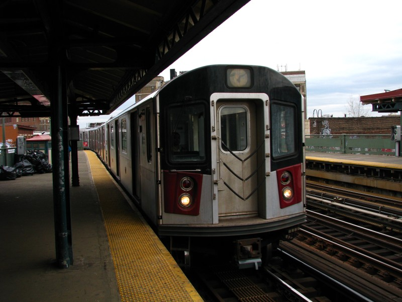 (112k, 800x600)<br><b>Country:</b> United States<br><b>City:</b> New York<br><b>System:</b> New York City Transit<br><b>Line:</b> IRT White Plains Road Line<br><b>Location:</b> Simpson Street <br><b>Car:</b> R-142 or R-142A (Number Unknown)  <br><b>Photo by:</b> Bill E.<br><b>Date:</b> 4/4/2009<br><b>Viewed (this week/total):</b> 2 / 801