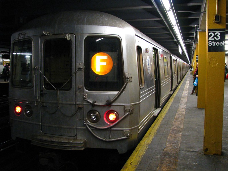 (124k, 800x600)<br><b>Country:</b> United States<br><b>City:</b> New York<br><b>System:</b> New York City Transit<br><b>Line:</b> IND 8th Avenue Line<br><b>Location:</b> 23rd Street <br><b>Route:</b> F reroute<br><b>Car:</b> R-46 (Pullman-Standard, 1974-75)  <br><b>Photo by:</b> Bill E.<br><b>Date:</b> 4/4/2009<br><b>Viewed (this week/total):</b> 2 / 758