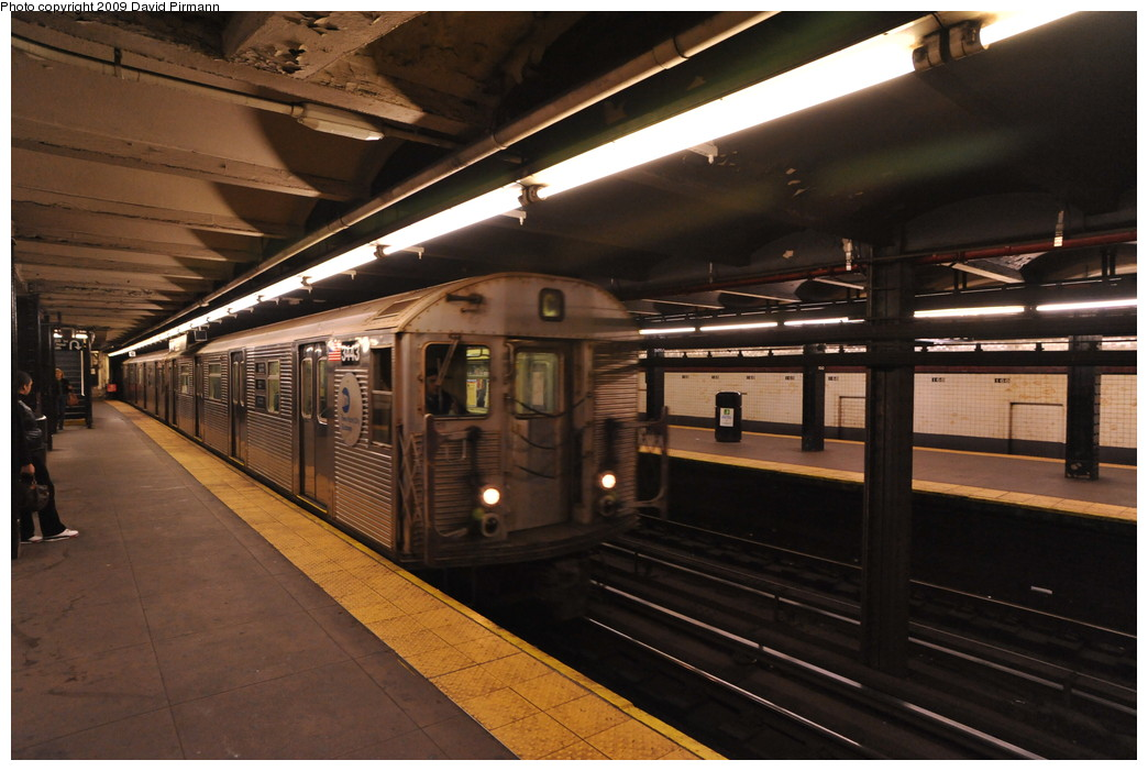 (244k, 1044x701)<br><b>Country:</b> United States<br><b>City:</b> New York<br><b>System:</b> New York City Transit<br><b>Line:</b> IND 8th Avenue Line<br><b>Location:</b> 168th Street <br><b>Route:</b> C<br><b>Car:</b> R-32 (Budd, 1964)  3443 <br><b>Photo by:</b> David Pirmann<br><b>Date:</b> 4/10/2009<br><b>Viewed (this week/total):</b> 1 / 934