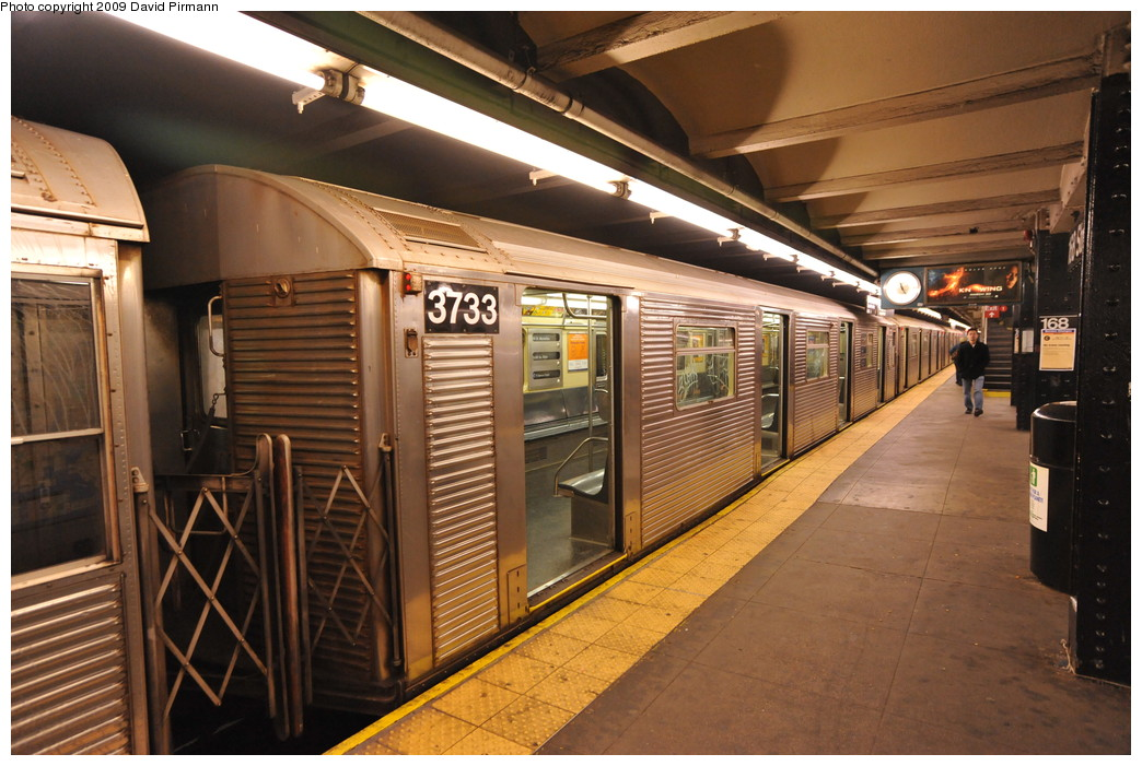 (276k, 1044x701)<br><b>Country:</b> United States<br><b>City:</b> New York<br><b>System:</b> New York City Transit<br><b>Line:</b> IND 8th Avenue Line<br><b>Location:</b> 168th Street <br><b>Route:</b> C<br><b>Car:</b> R-32 (Budd, 1964)  3733 <br><b>Photo by:</b> David Pirmann<br><b>Date:</b> 4/10/2009<br><b>Viewed (this week/total):</b> 2 / 427