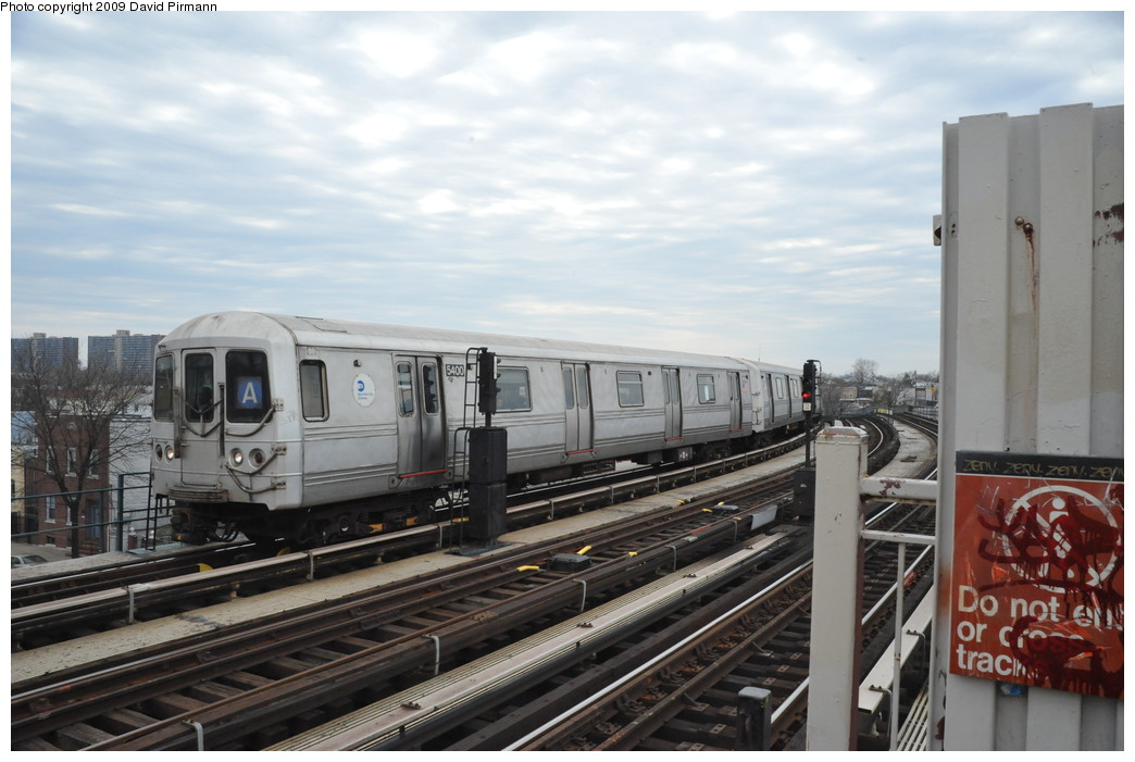 (232k, 1044x701)<br><b>Country:</b> United States<br><b>City:</b> New York<br><b>System:</b> New York City Transit<br><b>Line:</b> IND Fulton Street Line<br><b>Location:</b> 80th Street/Hudson Street <br><b>Route:</b> A<br><b>Car:</b> R-44 (St. Louis, 1971-73) 5400 <br><b>Photo by:</b> David Pirmann<br><b>Date:</b> 4/10/2009<br><b>Viewed (this week/total):</b> 1 / 299
